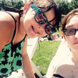 swimming poolselfie yeet
