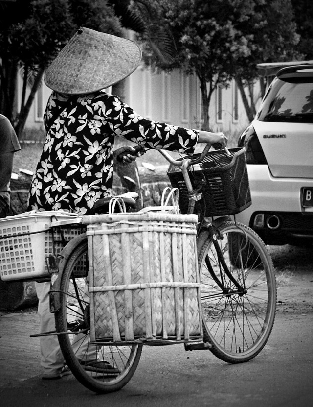 #streetphotography #indonesia #bicycle #blackandwhite