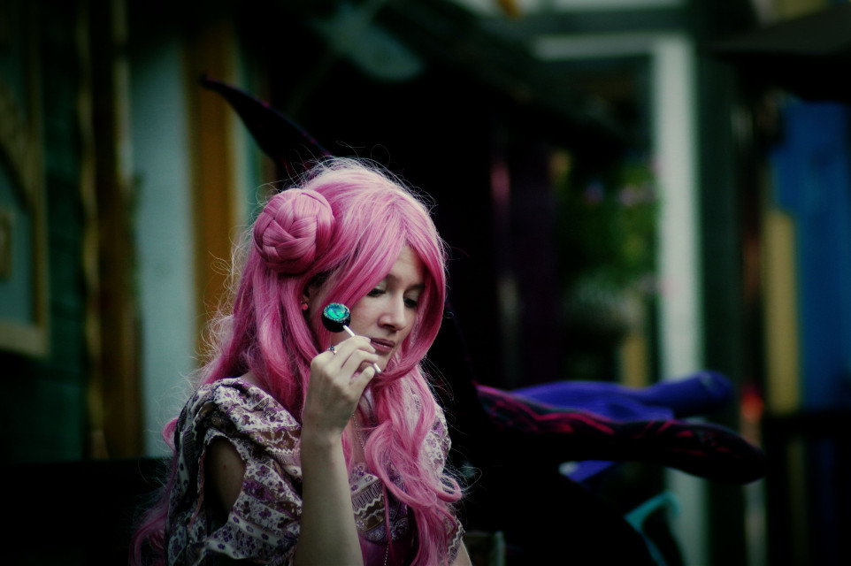 Sweet Moment  #pink #costume #people #woman #pretty #kc #kcrenfest15 #travel #kansascity  #photography  #artistic